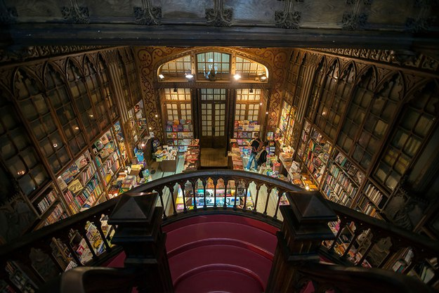 bookstore livraria in Porto, Portugal, foto by alamy