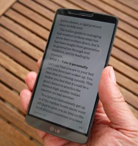 reading ebook in kindle app on LG G3 smartphone