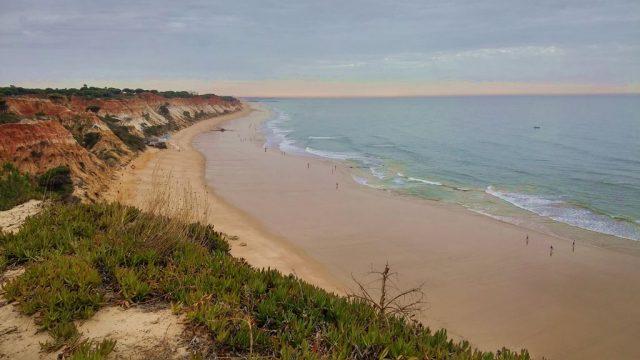 Sunrise at Falesia beach, Olhos d'Aqua. Algarve, POrtugal