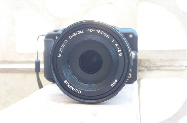 mirrorless SLR digital camera with zoom lens