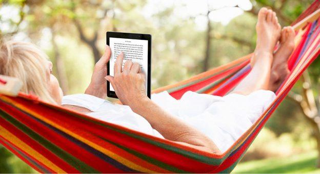 Kobo ereader: reading on a hammock